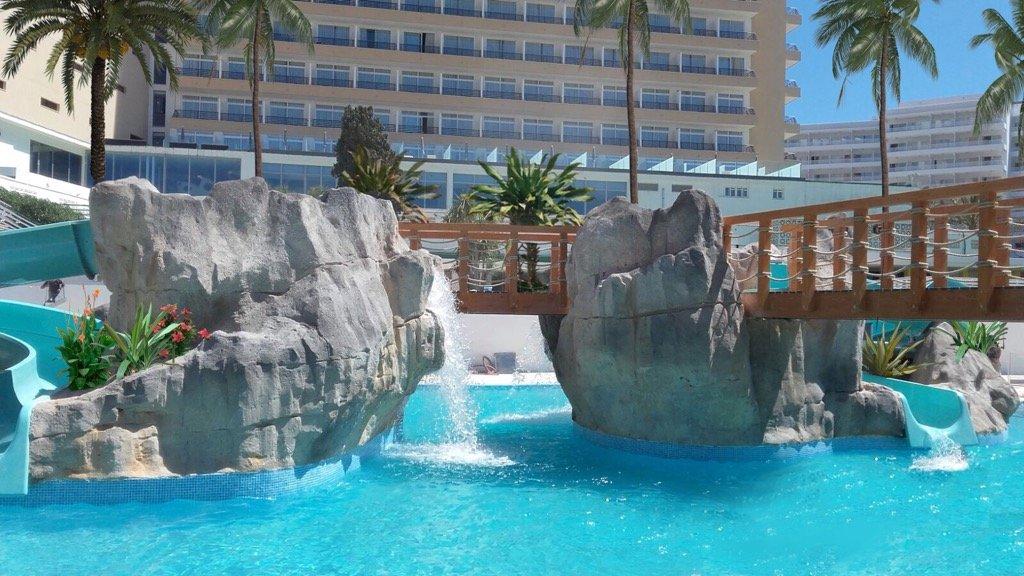 Inauguración de la piscina lúdica en el hotel Sol Barbados, Mallorca