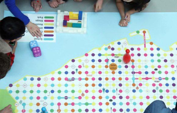 Un juego de mesa que enseña a niños a construir ciudades